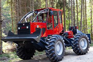 Rückemaschine mit Harvester